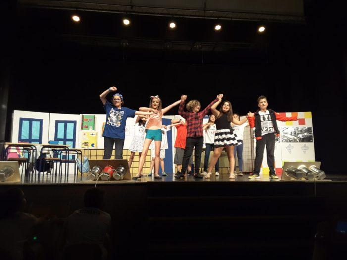 Els escolars de 5é de Primària delCEIPPontet d'Almussafes estrenen una òpera creada per ells