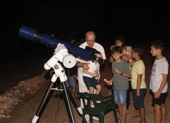 Més de 150 persones gaudeixen de l´observació astronòmica al Corral de Rafel de L'Alcúdia