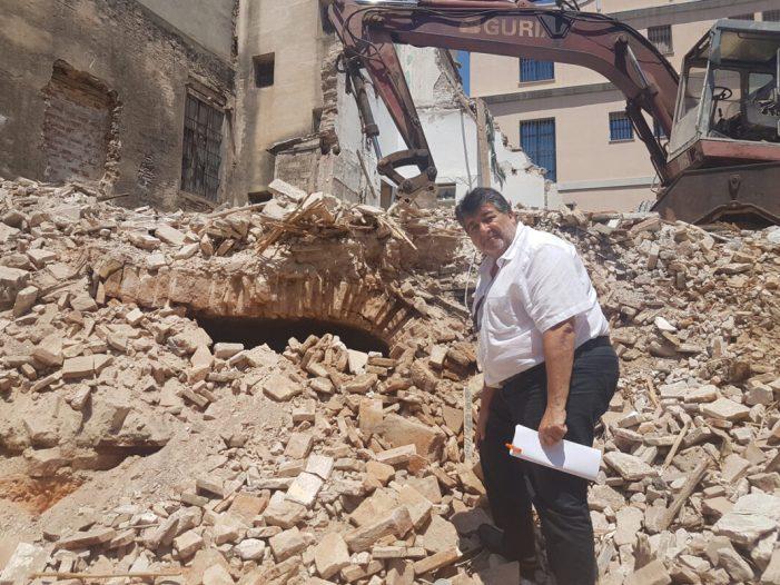 """Alzira localitza el """"Forn Morú"""" més antic, fins ara, en les obres de demolició de les cases del carrer Chulvi"""