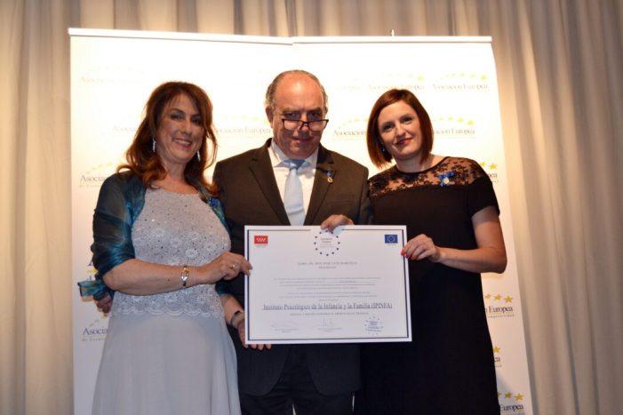 L'empresa que gestiona el Programa de Suport Psicològic Matern/Patern Infantil d'Almussafes rep la Medalla d'Or al Mèrit en el Treball