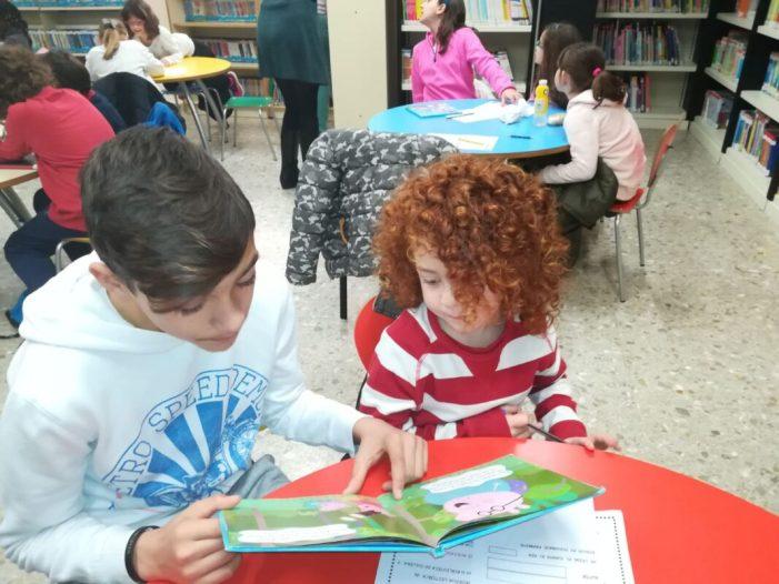 Cullera impulsa l'apadrinament lector amb xiquets d'infantil i primària