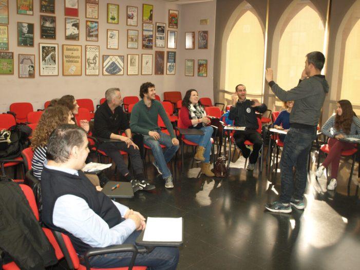 Almussordprepara un nou curs de comunicació en llengua de signes