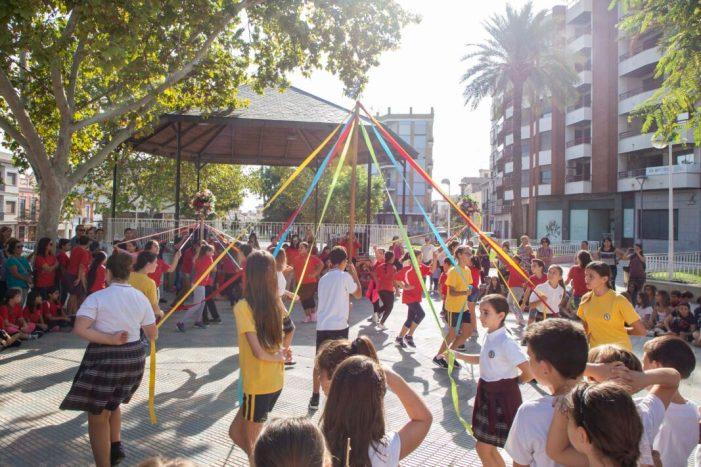 Picassent celebra el VIIè Aplec de Danses Populars Escolars amb 350 xiquets i xiquetes