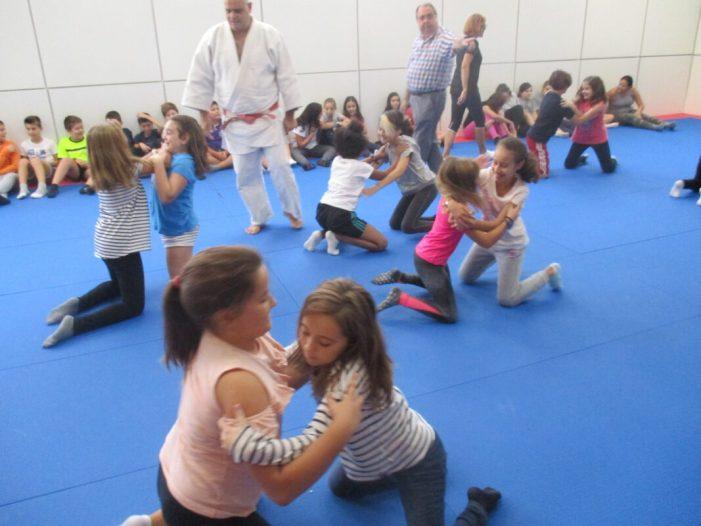 L'alumnat del Col·legi Alborxí d'Alzira gaudix del Judo
