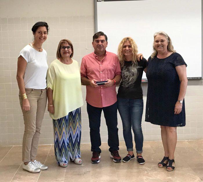 L'Ajuntament de Piccasent reconeix la tasca de dos docents del municipi que es jubilen