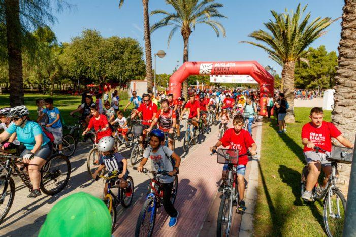 Mislata reuneix a quasi un miler de ciclistes en la 27ª edició del Dia de la Bici