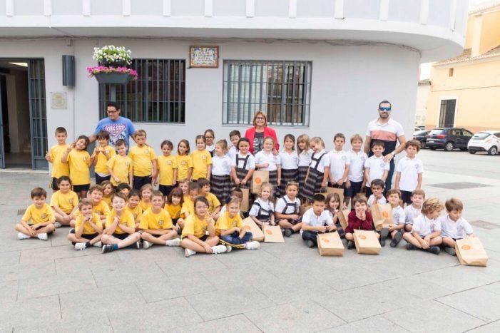 L'alumnat de 1r de primària del col·legi Sant Cristòfor Màrtir de Picassent visita l'Ajuntament
