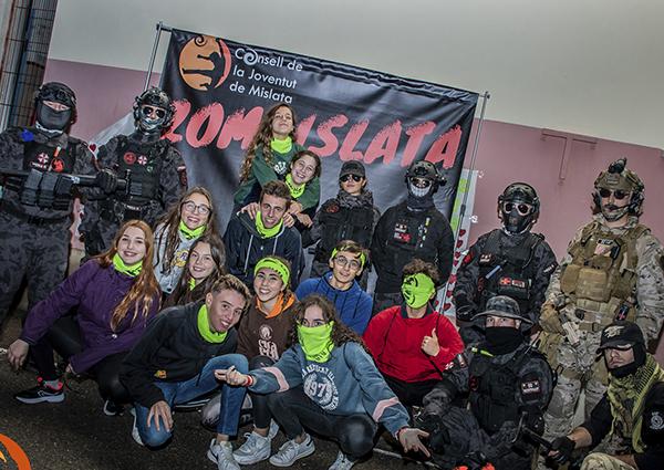 Centenars de joves gaudeixen a Mislata d'un cap de setmana d'oci saludable ambientat en Halloween