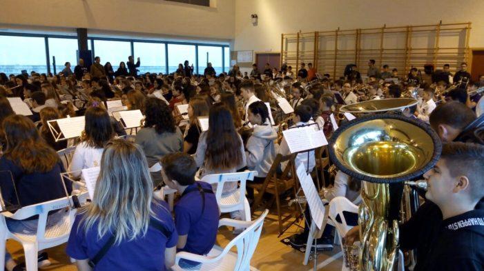 La Banda Jove d'Almussafes participa en el 75 aniversari de l'Ateneu Musical i Cultural d'Albalat