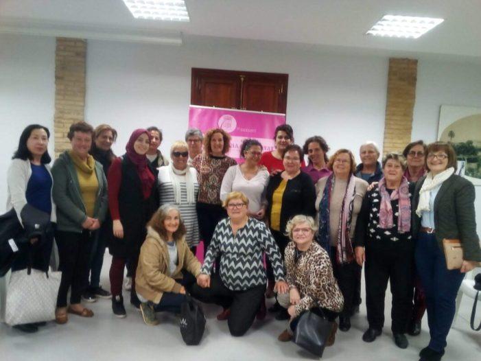 Les dones de Picassent participen d'una xarrada d'autoestima i assertivitat