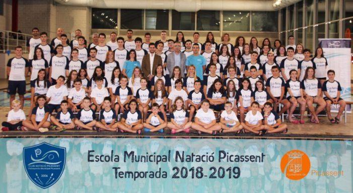 L'Escola Municipal de Natació de Picassent fa un reconeixement als mèrits dels seus esportistes