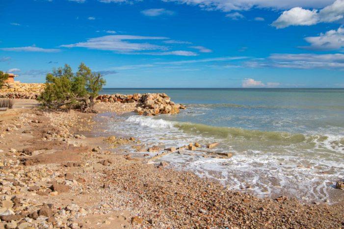 El temporal s'engolix la platja del Brosquil a Cullera