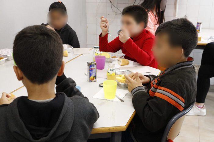 Les ajudes socials a Cullera reduïxen la demanda del menjador per a menors sense recursos