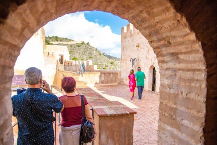 El Castell de Cullera torna a batre rècord de visitants i supera els 33.000