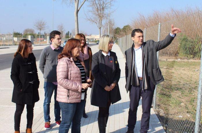 La secretària autonòmica de Serveis Socials visita els terrenys de la futura residència municipal i pública d'Alfafar