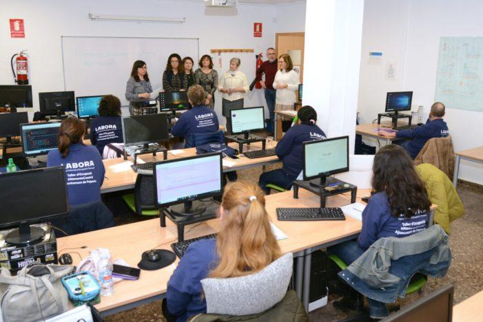 Els cursos d'atenció sociosanitària i confecció de pàgines web formen a 20 persones al CFO de Paiporta