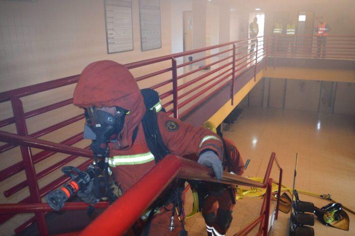 Més de 100 professionals i pacients del Centre de Salut de Benifaió participen en un simulacre d'evacuació per incendi