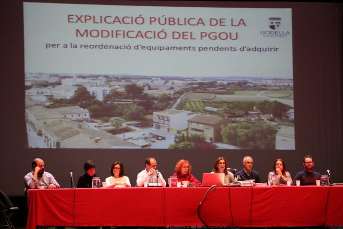 El grup de govern Godella presenta la modificació del PGOU davant 120 persones