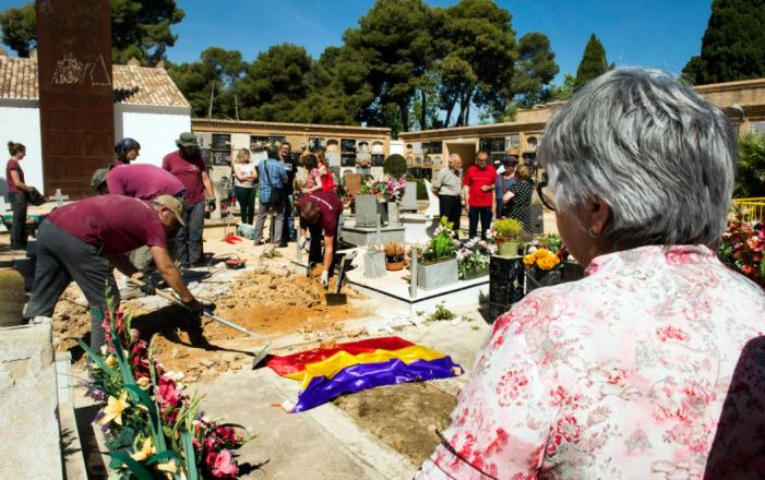 L'àrea de Memòria Històrica invertirà el gruix del pressupost de 2019 en la identificació de represaliats