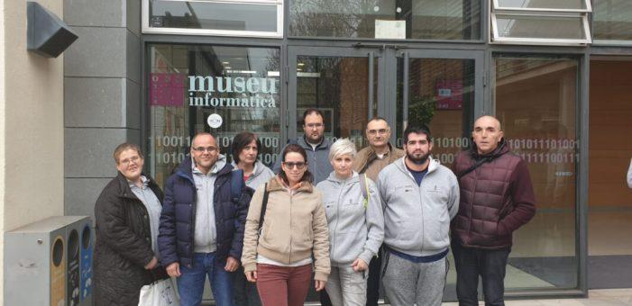 L'Escola d'Ocupació 'Et Formem' visita el Museu de la Informàtica