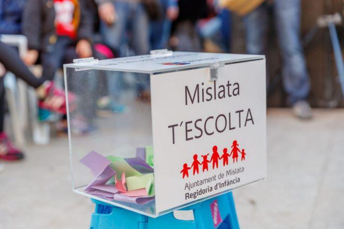 Centenars de xiquets i xiquetes de Mislata participen en la primera edició de 'Quina Festa'