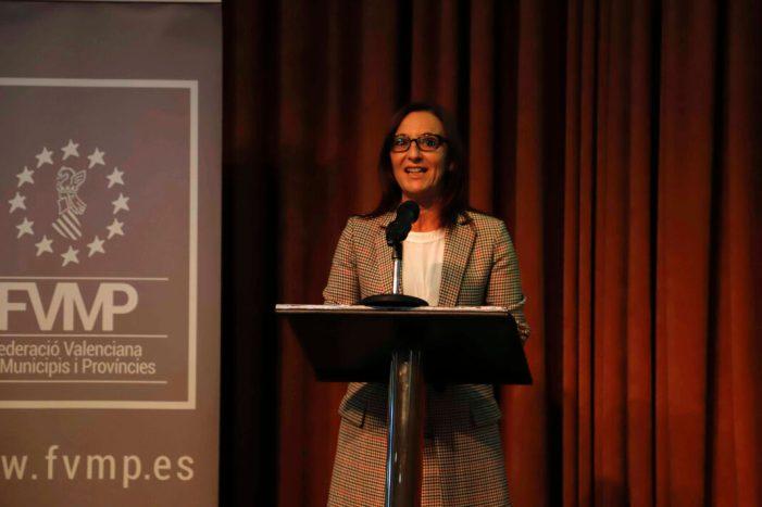 La vicepresidenta Amigó entrega el premi de la Federació Valenciana de Municipis a Les Coves de Vinromà