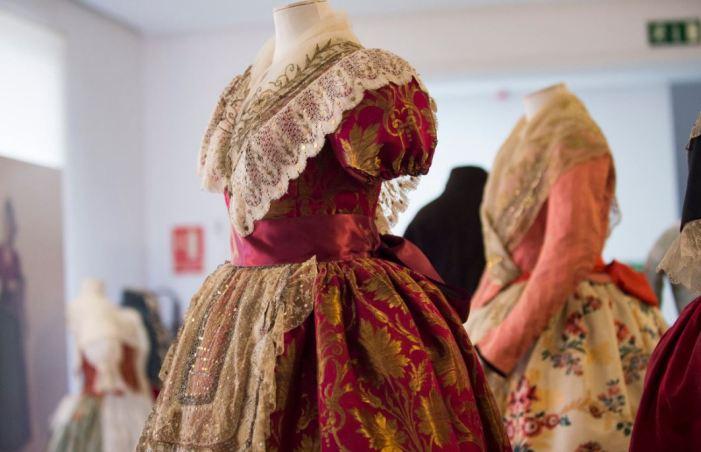 La Diputació mostra l'origen de la indumentària tradicional valenciana amb 19 peces dels segles XVIII i XIX