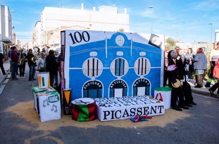 Gran festa fallera amb la gent major de Picassent
