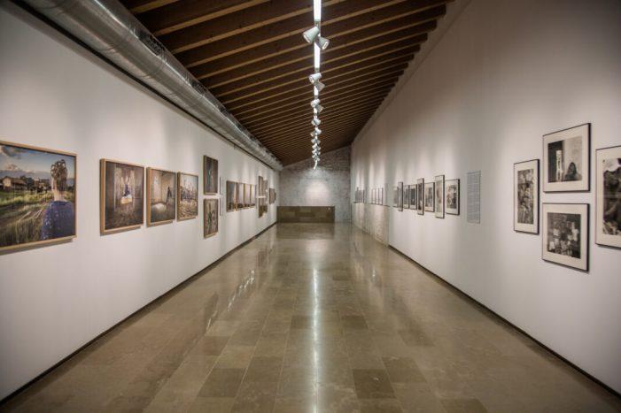 """Últims dies per a visitar l'exposició """"Al fil de… la fotografia"""" en L'E CA de Riba-roja de Túria"""