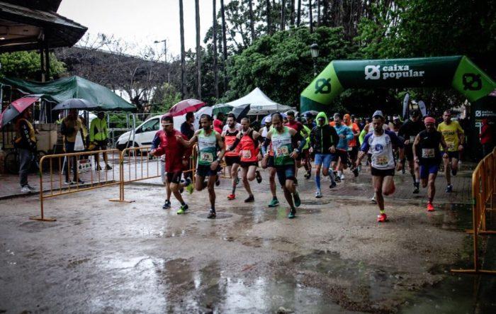 """XII Mitja Marató i I Quarta de Marató """"Ciutat de Sueca"""" sota la pluja"""