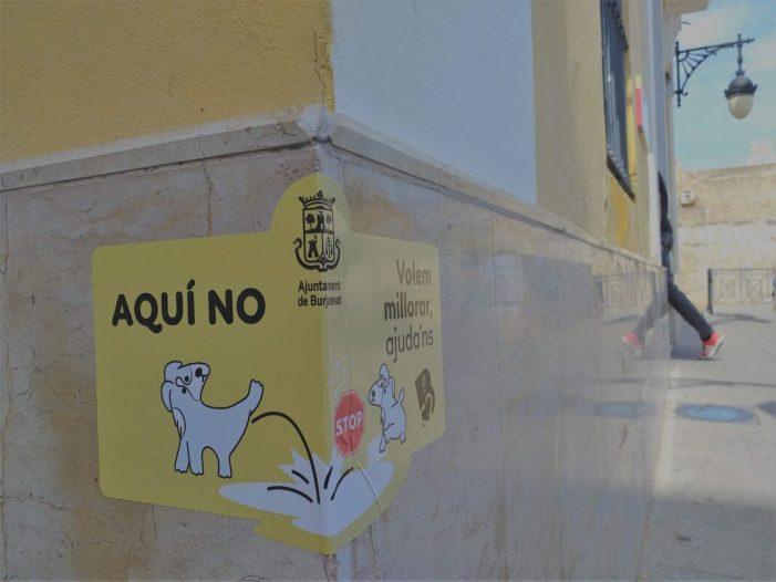 Cartells per unes cantonades lliures de orín a Burjassot