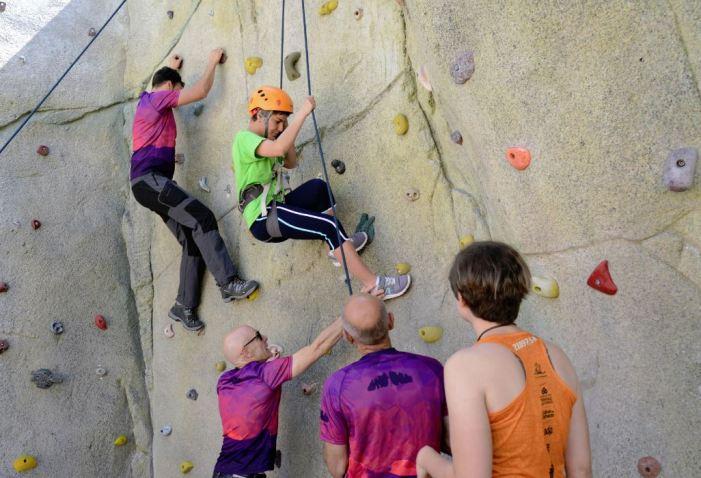 Jornada de deporte y convivencia de Aldis al polideportivo de Paiporta