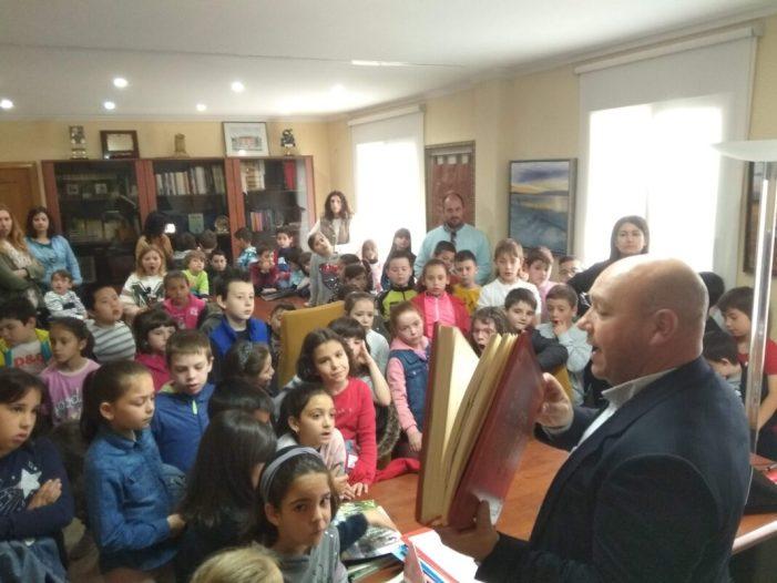 Visita escolar a l'Ajuntament de Turís