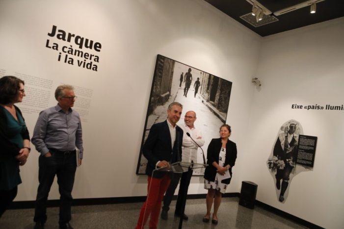 València ret homenatge al fotògraf Francesc Jarque amb la mostra 'Jarque. La cámara y la vida'