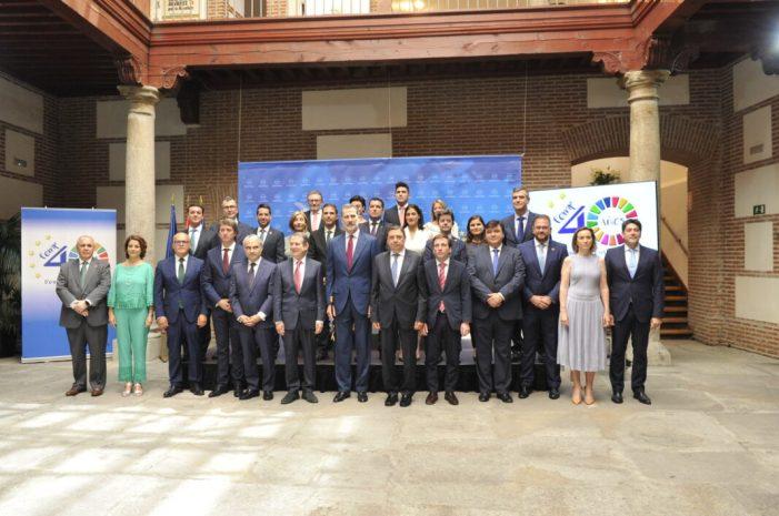 L'alcalde Jesús Ros, amb el Rei en el 40 aniversari de les primeres eleccions municipals