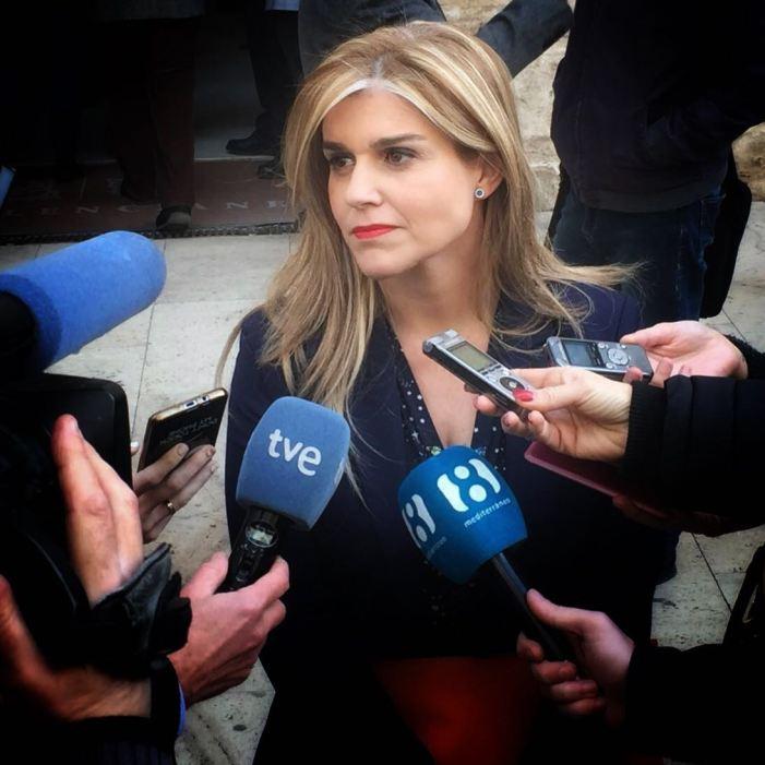 """Eva Ortiz: """"Puig desafia la llei, fuig de les Corts i es burla dels valencians al no donar explicacions sobre la quitació a una empresa de la qual és accionista"""""""
