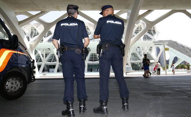 La Policia Nacional deté a un home després d'intentar apunyalar a un altre en un café