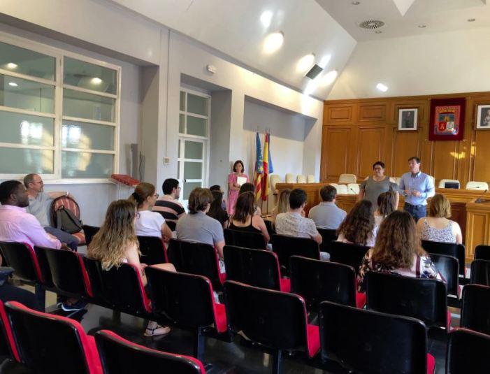 L'Ajuntament de Burjassot rep als 21 alumnes en pràctiques del programa La Dipu et Beca