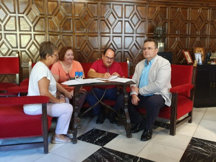 L'Ajuntament i la Fundació SASM signen el contracte per a la gestió de la Residència i Centre de Dia de Sueca
