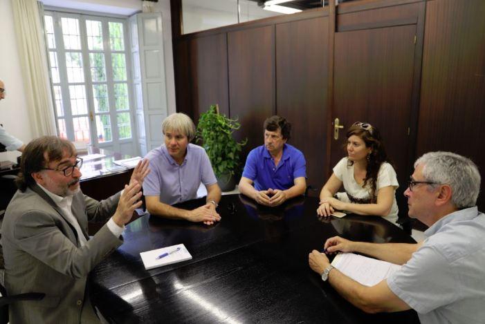 El diputat de Patrimoni es reuneix amb l'alcalde de Corbera per a abordar assumptes relacionats amb les obres al castell