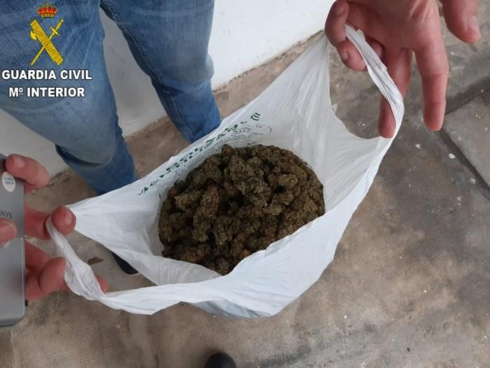 La Guàrdia Civil desmantella quatre punts de venda de substàncies estupefaents a la menuda en la localitat de Sueca