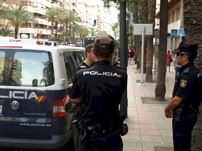 La Policia Nacional deté a un ex emprat de la Federació Valenciana de Futbol per sostraure dades d'àrbitres