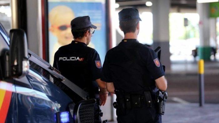 La Policia Nacional deté a un home després d'agredir a un altre amb un ganivet en la cara que va precisar diversos punts de sutura