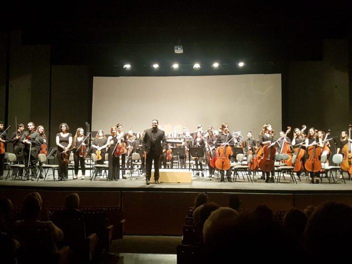 La música de la Unió Musical de Torrent recapta 1.800 € en benefici de Casa Caridad