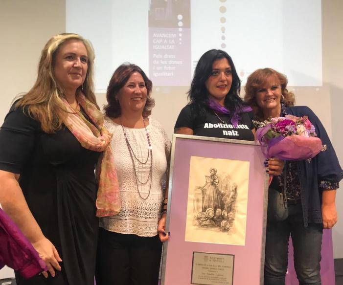 La IX Jornada de la Casa de la Dona premia Amelia Tiganus, supervivent de la tracta i la prostitució, amb el 'Seneca Falls'