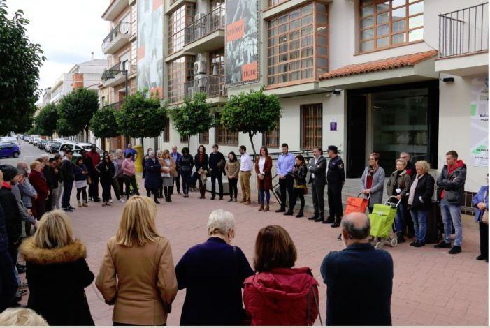 Amb la concentració mensual Divendres, per Elles, acaben els actes al voltant del 25N a l'Alcúdia