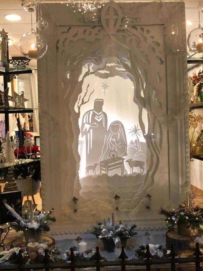 El comerç El Jardí de Neus i Javi guanya el sisé Concurs d'Aparadorisme Nadalenc d'Alberic