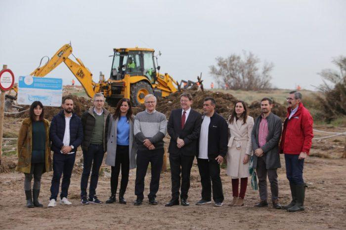 Ximo Puig visita la platja del Perellonet per a conéixer de primera mà els danys causats pel temporal en el litoral valenciano