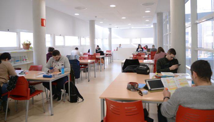 La Biblioteca amplia el seu horari fins a la mitjanit