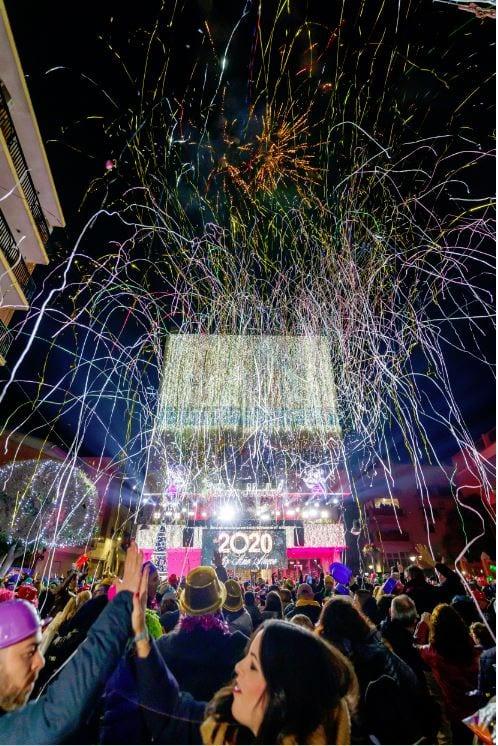 Mislata dona la benvinguda a 2020 amb una gran festa en la plaça de la Constitució